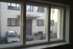 kaheraamne aken