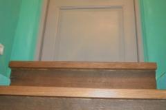 Uks trepi juures