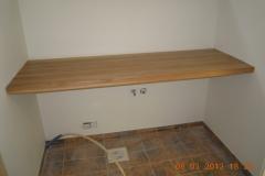 Tammepuidust riiul kööki