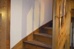 männi liimpuidust trepp toonitud tumedamaks